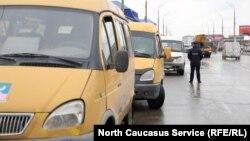 Протест водителей маршрутных такси парализовал столицу Дагестана.