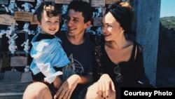 Алина Чеполинко с семьей.