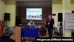 Представители Вооруженных Сил Великобритании читают семинар для для украинских военных моряков