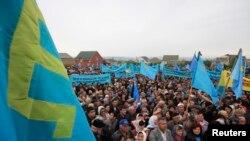 В этом году всекрымский митинг, посвященный памяти жертв депортации крымскотатарского народа, прошел не в центре, а на окраине Симферополя