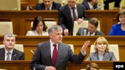 Кандидат в премьер-министры Молдовы Ион Стурза на заседании парламента. Кишинев, декабрь 2015 года.
