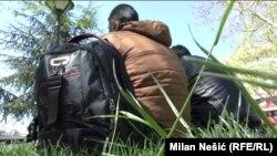 Илустрација. Мигранти од Сирија и Ирак во парк во Белград.