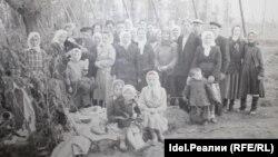 Фото жителей села до пожара, сделанное на фоне первого в Чувашии хмельника