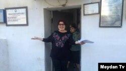 Khadija Ismayilova duke dalë nga burgu, 25 maj 2016.