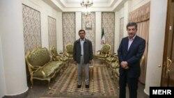 محمود احمدینژاد، رییس جمهور پیشین و اسفندیار رحیممشایی، رییس دفتر سابق او در ساختمان لادن.