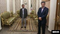 محمود احمدینژاد و اسفندیار رحیممشایی، از مسئولان دانشگاه ایرانیان