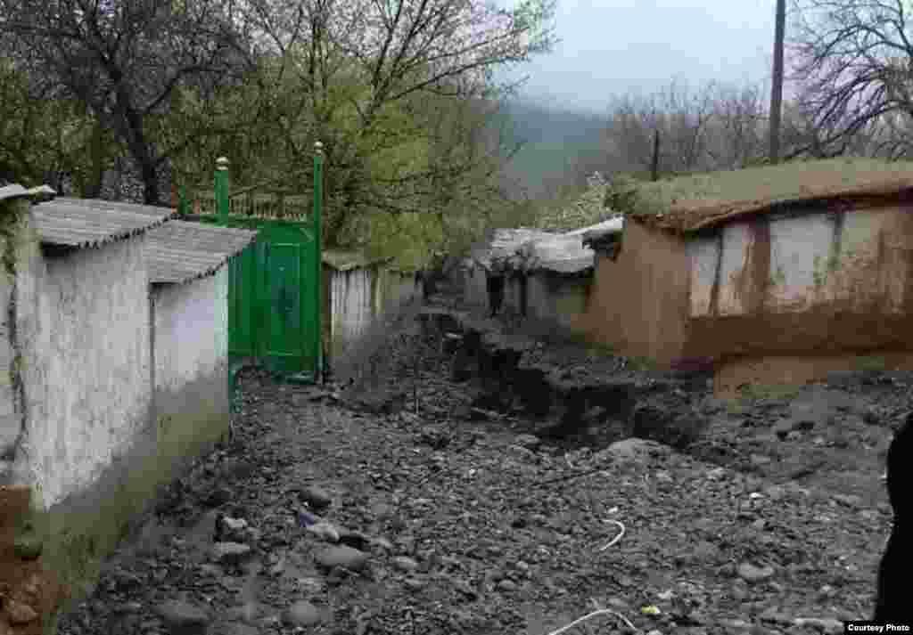 Tajikistan -- Shuroobod after floods, 21Apr2017