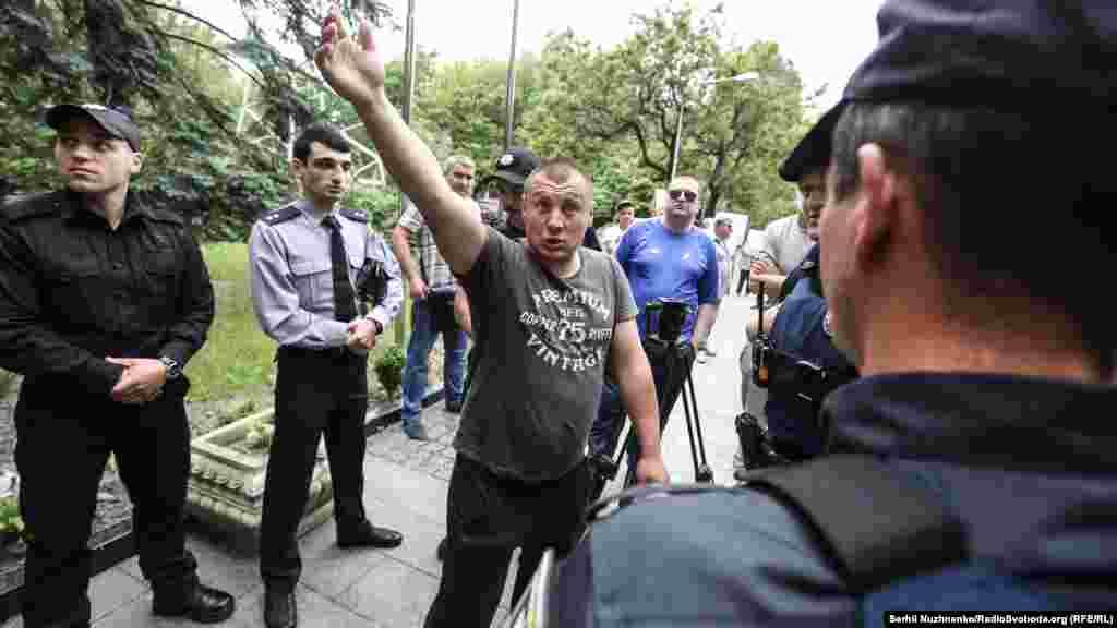 Невідомі особи, які представлялись як представники громадської організації, провокували працівників поліції і присутніх активістів