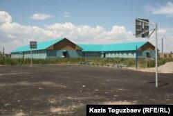 Баскетбольная площадка при детском приюте отца Софрония. Поселок имени Туймебаева Алматинской области. 24 июля 2013 года.