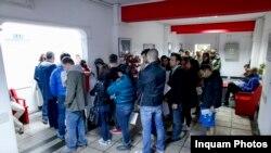 În zilele după incendiu, la centrele de donat sânge din toată țara, oamenii s-au mobilizat să ajute pacienții internați.
