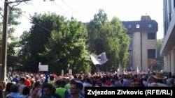 Protest protiv novog zakona o radu ispred Parlamenta Federacije BiH, Sarajevo, juli 2015.
