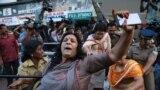 Втручання поліції під час спроби зірвати представниками Сабарімала Карма Саміті святкову зустріч після того, як дві жінки увійшли до храму Сабарімала, Кочі, Індія, 2 січня 2019 року<br /> <br />