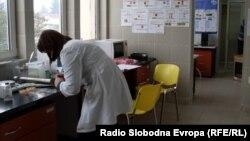 Архивска фотографија - Медицинска сестра во Битолската болница.