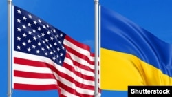 بیرقهای ملی امریکا و اوکراین