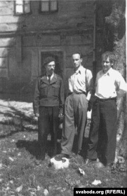 З украінскімі сябрамі Ігарам Качуроўскім і Барысам Аляксандравым. Зальцбург, 1946 г.