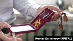 Дмитриев бережет каждую полученную награду