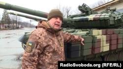 Юрій Мельник показує новий динамічний захист Т-64