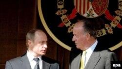 Владимир Путин (слева) начинает испанский визит