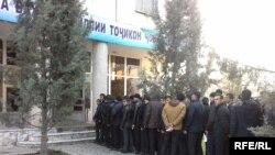 Навбати раъйдиҳандагон дар Душанбе.