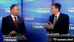 Igor Dodon și Dorin Chirtoacă la dezbaterile electorale pentru fotoliul de primar, iunie 2011