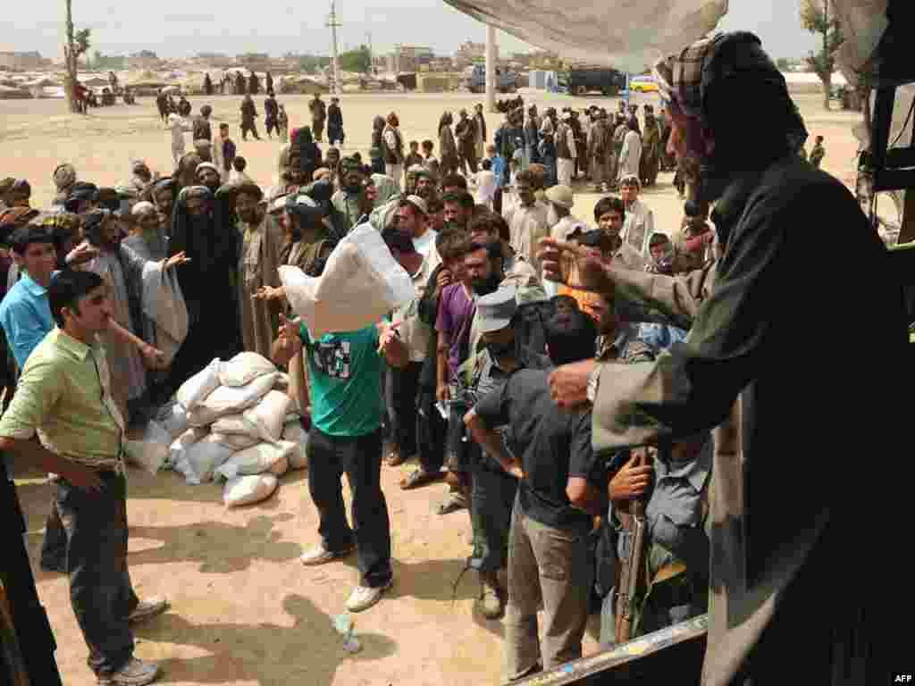 Afganistan - ...pomoć sve potrebnija - Bilioni dolara dati su Afganistanu za humanitarnu pomoć, na žalost broj onih kojima je ona potrebna je sve veći, pa to nije dovoljno.