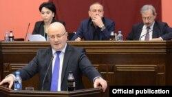 Леван Изория выступает в парламенте