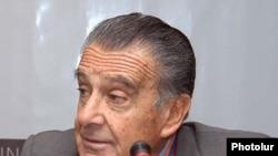Eduardo Eurnekian, an Argentine businessman of Armenian descent, has good relations with Armenia's current and former presidents.