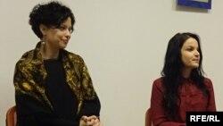 Під час презентації роману у Варшаві: Олександра Іванюк і Франческа Леонарді (праворуч)