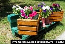 Для цветников жители использовали все, что попадалось под руку