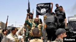 Iraqi security forces pull down a flag belonging to Sunni militant group Islamic State of Iraq and the Levant (ISIL) during a patrol in the town of Dalli Abbas in Diyala Province last month.