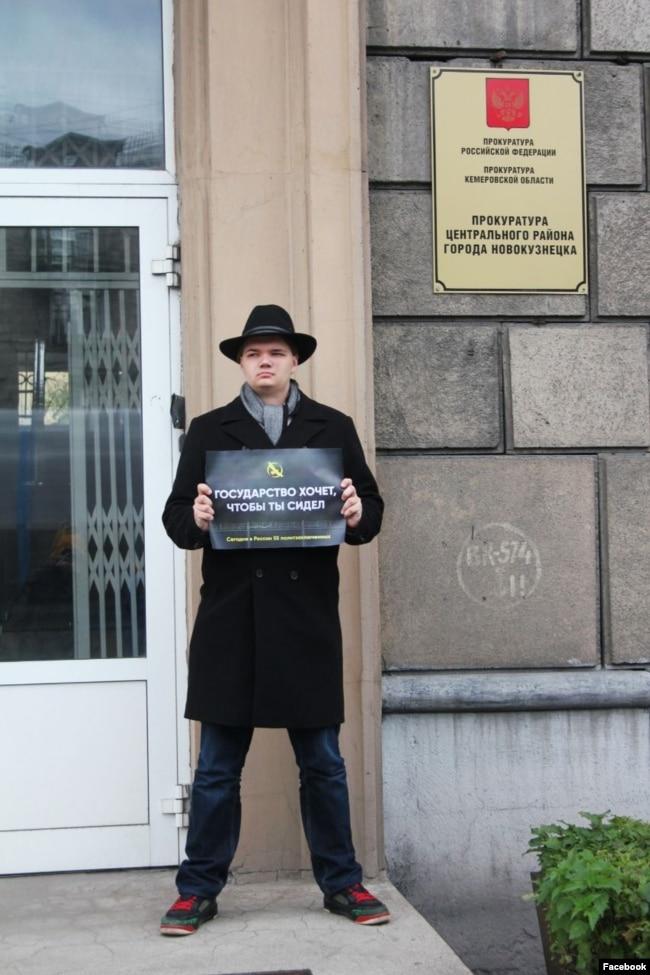 Лев Гяммер на пикете в поддержку политзаключенных