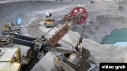 Роғун ГЭСи тўғони қурилиши. 2011 йил 13 октябрда олинган сурат.