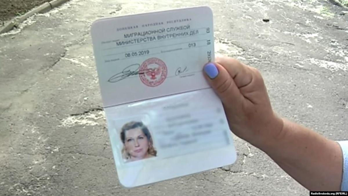 Оккупация: украинский паспорт необходим и одновременно опасен