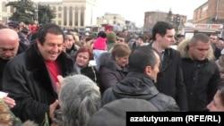 Armenia -- Businessman Gagik Tsarukian is greeted by supporters in Gyumri, 11Dec2016