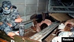 Жертвы давки на месте трагедии, 20 мая 1999 года