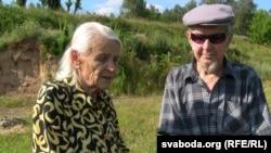Жыхары Валожына Марыя Дэюн і Анатоль Ганько згадваюць пра месца расстрэлу валожынскіх габрэяў