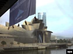 """Активисты """"Гринпис"""" проводят акцию за спасение океанов. Бильбао"""
