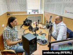 Журналіст Свабоды Ігар Карней (зьлева) і Павэл Коваль