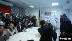 Armenia - Senior members of the My Step alliance applaud as Prime Minister Nikol Pashinian arrives at its headquarters in Yerevan, December 10, 2018.