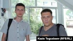 Представители итальянской Федерации по правам человека Максим Сытников (слева) и Александр Ермоченко. Алматы, 2 августа 2018 года.
