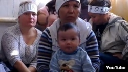 Заемщики по ипотеке на акции голодовки. Алматы, 21 октября 2013 года.
