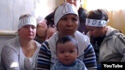 Ипотечницы участвуют в голодовке. Алматы, 21 октября 2013 года.
