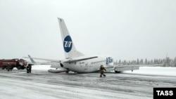 """""""Боинг 737"""", летевший из Москвы в Усинск"""