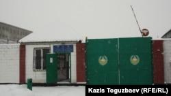 У Казахстані з 2003 року діє мораторій на застосування смертної кари: максимальне покарання зараз – довічне позбавлення волі, але при цьому смертна кара як вид кримінального покарання законом не скасована