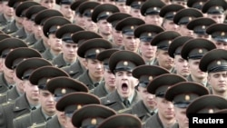 Russia -- Soldiers train for the military parade in Moscow, 08Apr2010