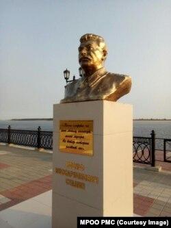 Бюст Сталина, установленный в Сургуте в 2016 году. Фото МРОО РМС