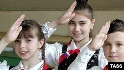 Юные пионеры есть в России и сейчас. Например, в ярославской школе № 18