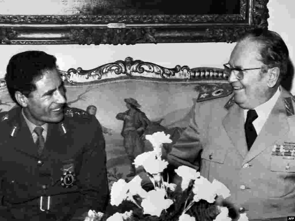 Qaddafi meets with Yugoslav President Josip Broz Tito during a visit to Belgrade on November 20, 1973.