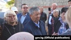 Члены комисси встречаются с жителями Кой-Таша. 16 октября.