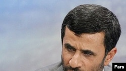 به گفته رییس جمهوری ایران، افزايش بهای نفت، به تورم جهانی دامن زده و همين تورم، از راه کالا های وارداتی، به ايران راه می يابد.